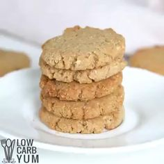 Ingredients⠀ 1 1/2 cups almond flour⠀ 3/4 cup coconut flour⠀ 2 teaspoons baking powder⠀ 2 teaspoons ground ginger⠀ 3/4 teaspoon ground cinnamon⠀ 1/2 teaspoon ground cloves⠀ 1/4 teaspoon salt⠀ 3/4 cup butter (softened)⠀ 3/4 cup Sukrin Gold (or other brown sugar substitute)⠀ 1 egg⠀ 1 tablespoon Sukrin Gold Fiber Syrup (optional, low carb maple syrup will work too)⠀ 2 tablespoons low carb sugar substitute (optional, any one for one sugar substitute) Sugar Substitutes For Baking, Coconut Flour Recipes, Keto Foods, Keto Recipes, Keto Diet Guide, Ground Cinnamon, Ginger Snaps, 1 Egg, Maple Syrup