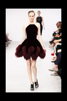 Azzedine Alaïa Fall 2011 Couture Fashion Show Collection