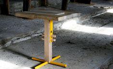 In hoogte verstelbare houten tafel