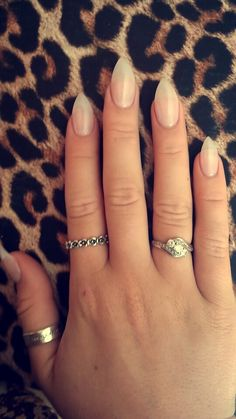 Au naturel stilletos #nails #nude #natural