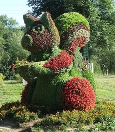 Giant Squirrel living garden sculpture