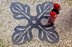 Calçada portuguesa considerada uma das oito mais belas atrações mundiais de cidades