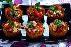 placki pieczone zfarszem Tzatziki, Potato Recipes, Bruschetta, Cooking Time, Baked Potato, Feta, Recipies, Good Food, Potatoes