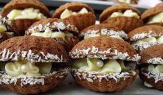 Křehké ořechové mušličky se žloutkovým krémem