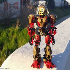 Today was a beautiful day like in the late August days, so I took Lhikan out for some better photos. Hope you like them! #lego #legostagram #legomoc #bionicle #bioniclemoc #toamangai #toalhikan