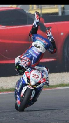 Alex Lowes, going over the highside!