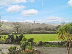 Lane End Cottage St Columb Located in Saint Columb Major, this holiday home is situated 46 km from St Ives. The property is 10 km from Newquay and boasts views of the garden.  There is a dining area and a kitchen as well as a private bathroom.
