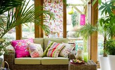 There are some design ideas of floral conservatory to create a pretty garden room. Some ideas of floral conservatory design can be an inspiration for you who Interior Tropical, Tropical Home Decor, Tropical Houses, Small Conservatory, Conservatory Interiors, Conservatory Design, Conservatory Furniture Ideas, Estilo Tropical, Tropical Style