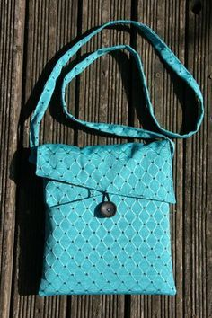 Crochet bags purses 311452130477874942 - Petit sac multipoche – tutoriel couture chez Makerist Source by Ryciia Sewing Projects For Beginners, Sewing Tutorials, Sewing Hacks, Sewing Tips, Diy Bags Purses, Leftover Fabric, Recycled Denim, Little Bag, Fabric Scraps