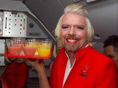 Magnate, empresario superexitoso, el británico Richard Branson ha sumado un título más a sus consecuciones:a sus 62 años, el presidente de Virgin no ha dudado en subirse a unos tacones de infarto, tras depilarse las piernas, y disfrazarse de azafata para servir como tal en un vuelo de una aerolínea que le hace la competencia a la suya: Air Asia.  La apuesta que perdió  no dudó en pagar su deuda. Y lo hizo con mucho humor.