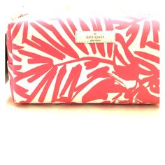 NWT Kate Spade makeup bag NWT purchased directly from the store. Pink and white travel makeup case. kate spade Bags Cosmetic Bags & Cases