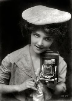 Shorpy Historic Picture Archive :: The Kodak Girl: 1909 high-resolution photo