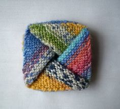 Knitted Origami coin purse - ravelry has pattern - too cute!