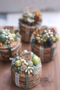 Christmas Flower Decorations, Candle Jars, Candles, Flower Packaging, Magic Box, Nature Crafts, Dried Flowers, Dollhouse Miniatures, Diy And Crafts