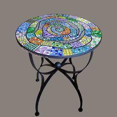 Runder Bistrotisch für den Innen- und Außenbereich, Café, Garten, Eisdiele, Gastronomie, Einrichtung, Mosaik, Design by Scherbenzauber®
