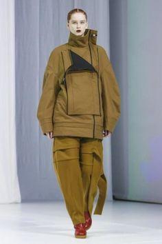 Chalayan Ready To Wear Fall Winter 2018 London Live Fashion, Fashion Show, Balenciaga, Hussein Chalayan, Jacquemus, Autumn Fashion 2018, Runway Fashion, Fashion Trends, Womens Fashion
