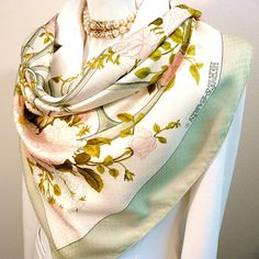 True to its name, Romantique by Maurice Tranchant, is a very lovely and true to its name, a romantic vintage scarf. Hermès first issuedthiscarréin 1981. Here