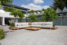 De Portofino serie is een prachtige high end serie van Suns tuinmeubelen. Deze prachtige loungeset kan het hele jaar buiten blijven staan. Door de all-weather kussens en gecertificeerd teakhout is dit geen probleem!