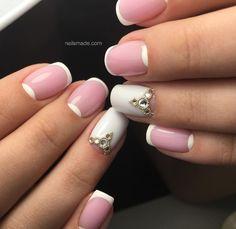Manichiura french si semiluna Ce poate fi mai frumos decat o manichiura cu french si semiluna? Pentru un model perfect, este important ca liniile de la extremitatile unghiilor sa fie paralele. (best french manicure ever)