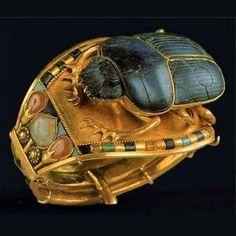 Braccialetto con scarabeo estratto dalla tomba di Tutankhamon