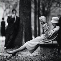 Resultado de imagem para reading photography black and white