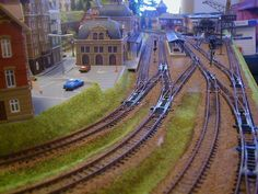 Here is one more outstanding N Scale model train layout. This is a beautifully built X N scale layout. This layout is designed so beautifully and looks extremely realistic. So there are the images of this wonderful N scale model train layout! N Scale Train Layout, N Scale Layouts, Model Train Layouts, N Scale Model Trains, Scale Models, Helix Models, Model Training, Model Railway Track Plans, Garden Railroad