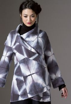 SHIBORI This beautiful hand dyed shibori coat is by textile artist Amy Nguyen. This stitched linen coat is from the collection called IKI which is influenced by traditional Japanese kimono and haori designs. A good example about using shibori in modern fashion.