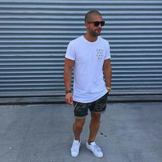 At one time, marketing professionals regarded men as shoppers that were disinterested and quick decision makers. Minimal Fashion, Urban Fashion, Mens Fashion, Fashion Outfits, Fashion 2015, Men Looks, Stylish Men, Men Casual, Streetwear