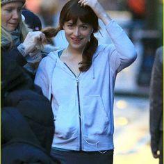 Fifty Shades Of Grey Movie Dakota Johnson Shades Of Grey Movie, Fifty Shades Movie, Fifty Shades Darker, Greys Ana, Ana Steele, Running In The Rain, Epic Movie, Movie Couples, Christian Grey