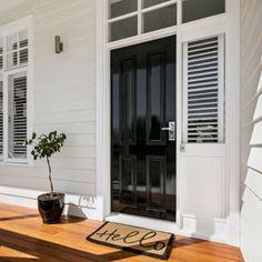New house facade colours black doors 48 Ideas White Exterior Houses, House Paint Exterior, Exterior House Colors, Exterior Design, Weatherboard Exterior, Colorbond Roof, Bungalow, Hamptons Style Homes, Exterior Color Schemes