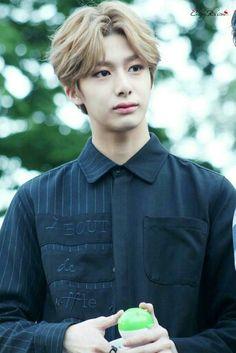 ผลการค้นหารูปภาพสำหรับ monsta x hyungwon