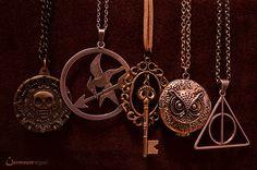Necklaces for my inner nerd Mayor Tom, Jewelry Box, Jewelry Accessories, Jewlery, Geek Jewelry, Jewelry Making, The Bling Ring, Nerd Love, Looks Vintage