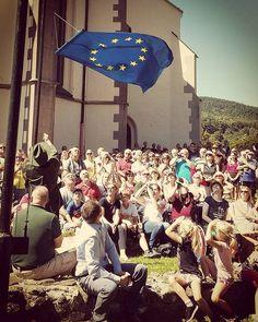 Na 36. ročníku skvelého Európskeho festivalu humoru a satiry sme opäť nechýbali ani my! 👌😊 Kremnické gagy sú jednou z našich srdcoviek: výborný program, priateľskí ľudia a krásne mesto #Kremnica. Aj takto môže vyzerať Európa na Slovensku. 😉 #EuropeanSlovakia #unitedindiversity #Slovensko #Slovakia #KremnickeGagy #EurópskaKomisia #EuropeanCommission #EuropeanUnion #EurópskaÚnia #Europe Mesto, Fair Grounds, Presents, Instagram Posts, Pictures, Painting, Art, Gifts, Photos