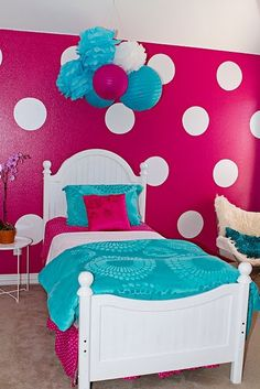 Cute for lil girls room or big girl room - I like the display hanging over the bed