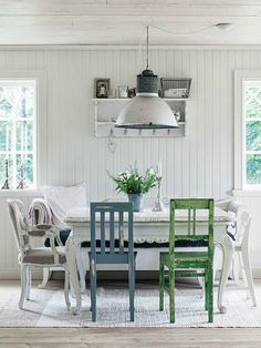 Your dining room is the central focus of your home. It's where you have your meals, dine with guests, sit back, relax, and laugh. The dining room has traditionally been. Shabby Chic Interiors, Shabby Chic Decor, Style At Home, Home Interior, Interior Design, Interior Stylist, All White Room, White Walls, Estilo Country