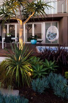 Beachside garden: ideas for luxe outdoor living. Photography by Jason Busch.