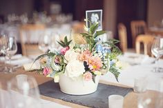 A truly British summer wedding in the countryside © katemelling.com