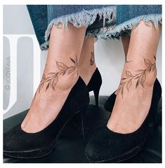 Vine Foot Tattoos, Ankle Foot Tattoo, Leg Tattoos, Sleeve Tattoos, Tatoos, Wrap Around Ankle Tattoos, Ankle Tattoos For Women, Tattoo Pied, Blatt Tattoos