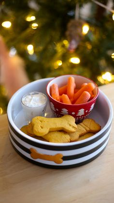 Join Paddington as he makes milk and cookies for Santa Puppy! Frozen Dog Treats, Diy Dog Treats, Homemade Dog Treats, Healthy Dog Treats, Puppy Treats, Dog Cake Recipes, Dog Biscuit Recipes, Dog Treat Recipes, Dog Food Recipes