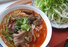 Cách làm Bún bò rất Huế đơn giản tại nhà   Món ngon mỗi ngày Vietnamese Cuisine, Vietnamese Recipes, Asian Recipes, Ethnic Recipes, Asian Foods, The Bo, Beef Noodle Soup, Viet Food, Fresh Herbs