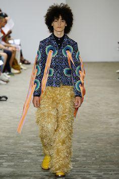 Walter Van Beirendonck Spring 2017 Menswear Fashion Show Weird Fashion, 90s Fashion, Fashion Art, Runway Fashion, Spring Fashion, Fashion Show, Fashion Design, Fashion Trends, Fashion Details