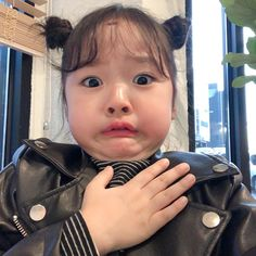 La imagen puede contener: una o varias personas y primer plano Cute Baby Meme, Baby Memes, Cute Baby Videos, Cute Asian Babies, Korean Babies, Asian Kids, Cute Babies Photography, Teen Girl Photography, Baby Tumblr