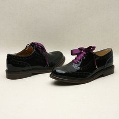 Black oxford shoes with purple ribbon by Kyumbie #fallshoes