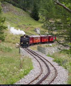 Cogwheel steamlocomotive HG # 9 from 1914 with a special train for the stockholders meeting, on the rack section above Oberwald. Swiss Railways, Train Car, Steam Engine, Steam Locomotive, Switzerland, Airplane, The Past, Train, Parking Lot
