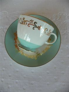 This is my vintage china, I have everything I need for a large dinner setting ;o)