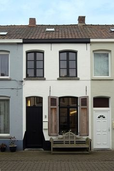 Council House Renovation, Townhouse Exterior, Narrow House Designs, Victorian Front Doors, House Front, House Painting, Windows And Doors, Renting A House, Architecture Details