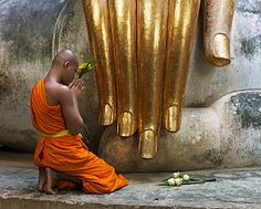 How to Say Hello in Thai: Would you know how to say hello in Thai respectfully to this monk?