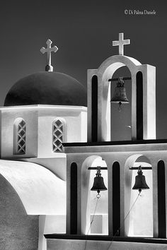 Santorini Island, Santorini Greece, Picture Boards, Greek Islands, Black And White Photography, Budapest, Mirror, Pictures, Travel