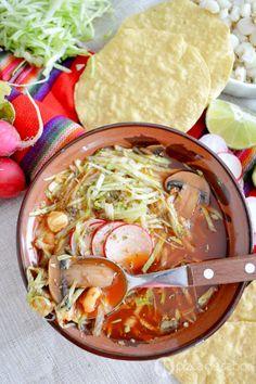 Pozole vegetariano con champiñones www.pizcadesabor.com Pozole Recipe Pork, Vegan Mexican Recipes, Vegetarian Recipes, Pork Recipes, Veggie Recipes, Baby Food Recipes, Recipies, Going Vegetarian, Gourmet
