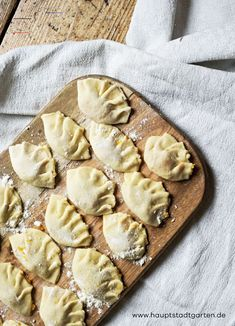 Kürbis-Ravioli mit SalbeibutterMake delicious pasta yourself. Here is my recipe for delicious ravioli with pumpkin filling and sage butter. The perfect meal for a cozy autumn with a lot of hygge.Pumpkin ravioli with sage butterHauptstadtgarten Garten Sicilian Recipes, Greek Recipes, My Recipes, Snack Recipes, Seafood Dishes, Seafood Recipes, Wassail Recipe, Pumpkin Ravioli, Sage Butter